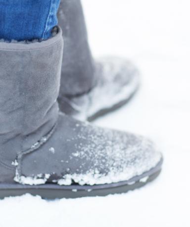쉽지 않은 겨울 신발 세탁! 종류별 신발 관리 방법