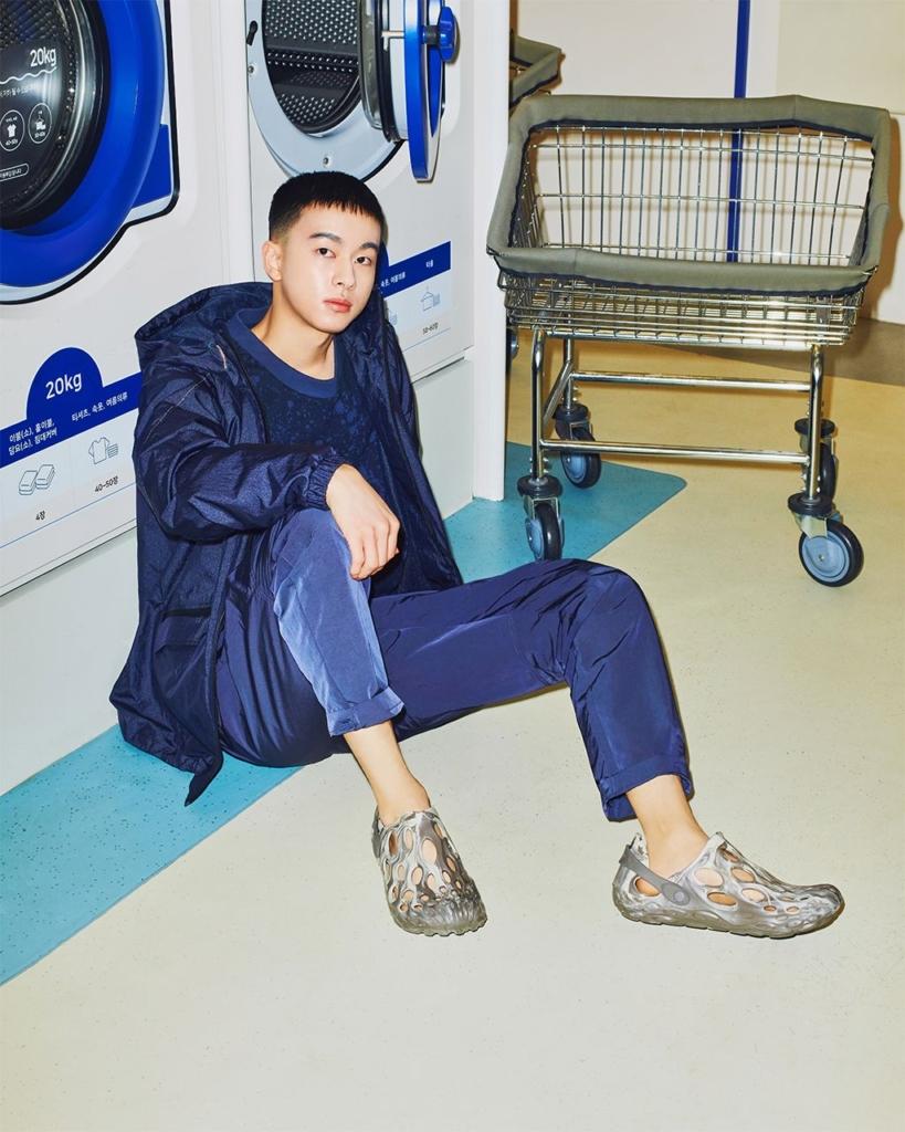 워시엔조이 셀프빨래방에서 촬영된 머렐 브랜드 촬영 사진입니다.
